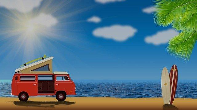 devenir Infopreneur dans son van devant la plage